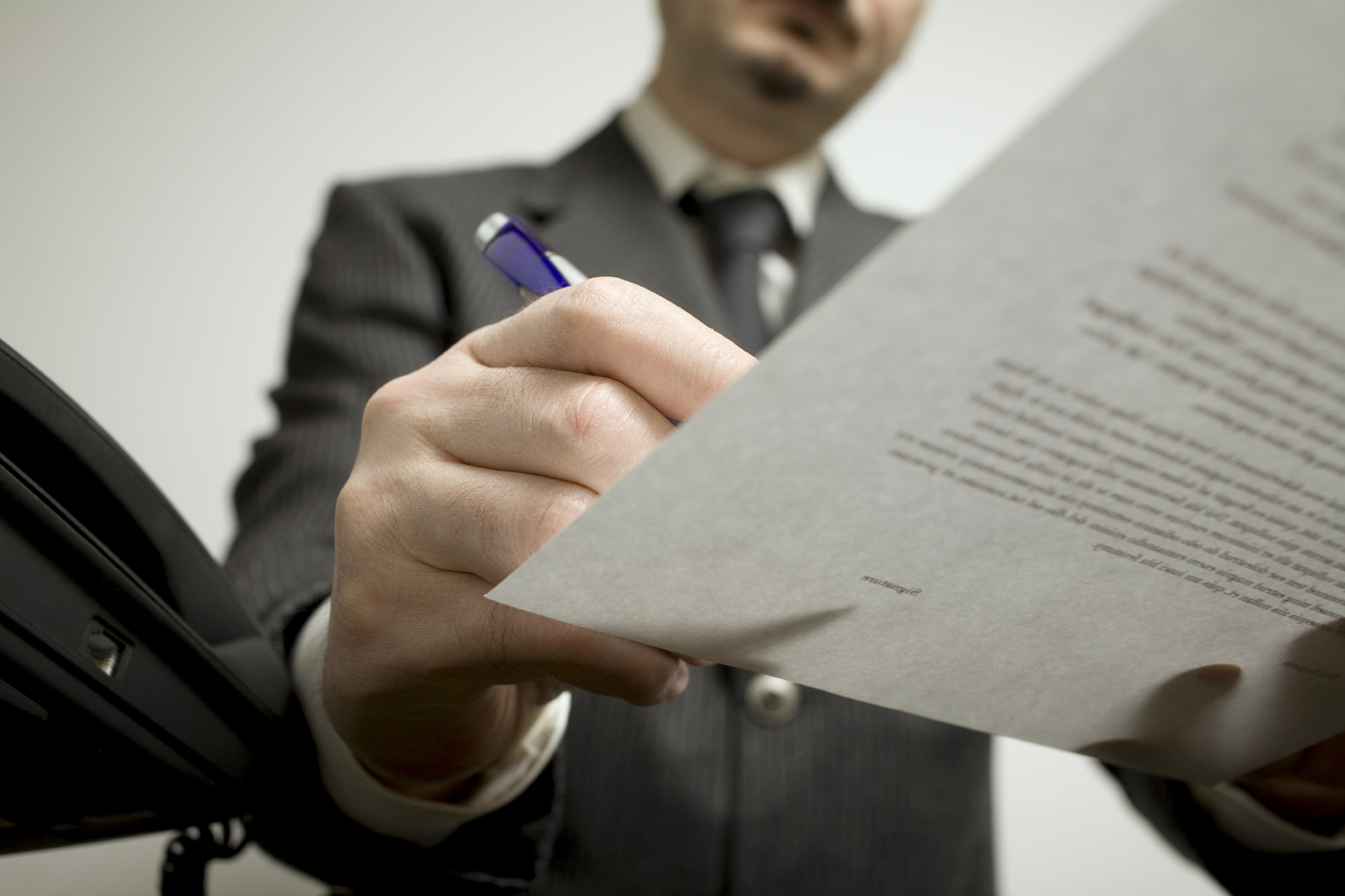 Обращение к нотариусу - спасение для сделок с купле-продажей авто